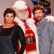 NLD/Hilversum/20151207- Sky Radio's Christmas Tree for Charity, Dyanne Beekman met Mari van de Ven en de kerstman
