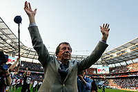 MOSCOW, RUSSIA - MAY 05: FC Lokomotiv Moscow head coach Yuri Semin celebrates after the Russian Football League match between FC Lokomotiv Moscow and FC Zenit Saint Petersburg at RZD Arena on May 5, 2018 in Moscow, Russia.