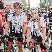 NLD/Almere/20160924 - Start fietstocht BN'ers trappen darmkanker de wereld uit, Kim Lammers en Nicolien Sauerbreij