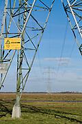 Hoogspanningsmasten in de polder van de Krimpenerwaard. |  Electricity pylons in the polder of the Krimpenerwaard, an area in The Netherlands near Gouda and Rotterdam.