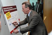 """16 APR 2007, BERLIN/GERMANY:<br /> Franz Muentefering, SPD, Bundesarbeitsminister, unterschreibt den Aufruf der SPD """" Politik für gute Arbeit - Deutschland braucht Mindestlöhne"""", vor Beginn der SPD Praesidiumssitzung, Willy-Brandt-Haus<br /> IMAGE: 20070416-03-006<br /> KEYWORDS: Praesidium, Sitzung, Franz Müntefering, Unterschrift"""