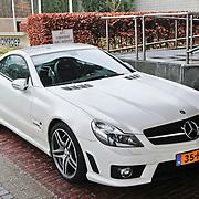 NLD/Hilversum/20110111 - Uitreiking 100% NL awards 2010, Rene Froger heeft zijn Mercedes SL geparkeerd op een taxistandplaats