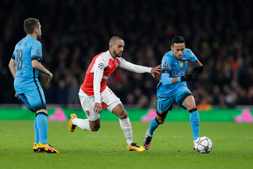 Barcelona's Neymar holds off the challenge from Arsenal's Theo Walcott<br /> <br /> Photographer Craig Mercer/CameraSport<br /> <br /> Football - UEFA Champions League Round of 16 - Arsenal v Barcelona - Tuesday 23rd February 2016 - Emirates Stadium - London<br /> <br /> © CameraSport - 43 Linden Ave. Countesthorpe. Leicester. England. LE8 5PG - Tel: +44 (0) 116 277 4147 - admin@camerasport.com - www.camerasport.com