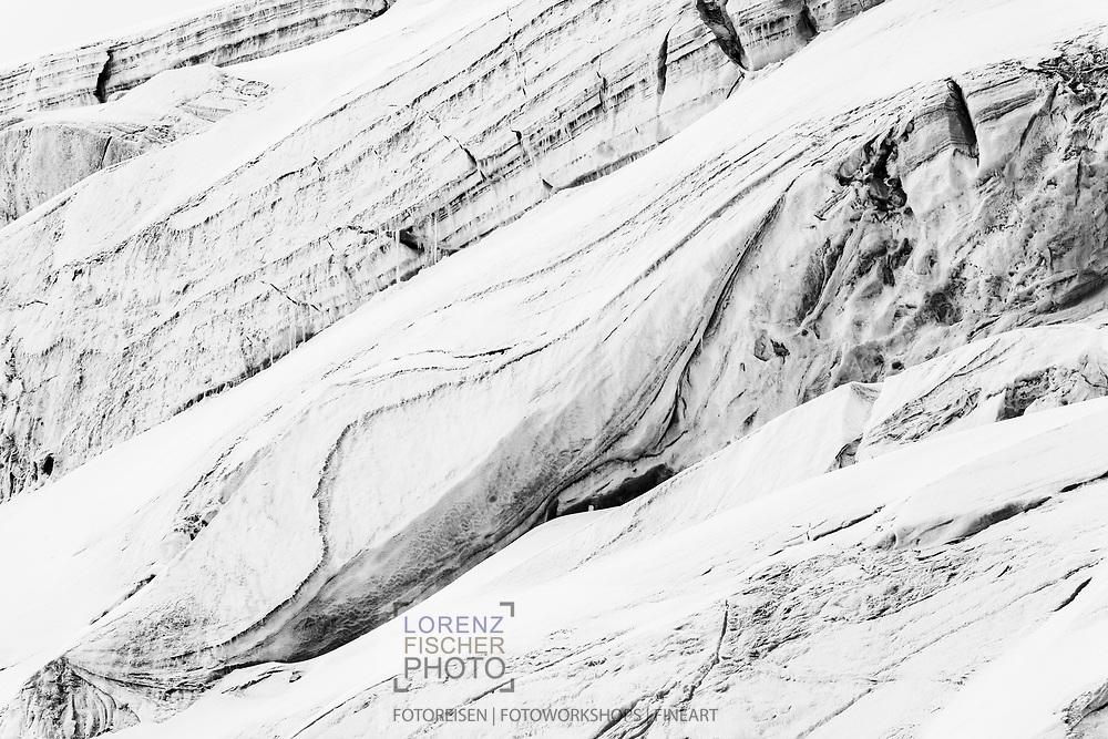 Ice formations of the Lysgletscher, Rifugio Gnifetti, Italy / Impressionen auf einer Tour vom Rifugio Gnifetti auf die Parrotspitze an einem Sommertag im August