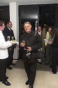 Barry Lategan. Joseph Ettedgui, Isabella Blow and Michael Roberts host a private viewing of Alexandre Herchcovitch. Joseph, Fulham Rd. London. 27 September 2000. © Copyright Photograph by Dafydd Jones 66 Stockwell Park Rd. London SW9 0DA Tel 020 7733 0108 www.dafjones.com