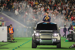 November 2, 2019, Yokohama, Japão: YOKOHAMA, TO - 02.11.2019: FINAL RUGBY WORLD CUP 2019 - Richie McCaw arriving from Land Rover with the Webb Ellis Cup to deliver to the Springboks champions. England-South Africa clash for Rugby World Cup 2019 Final held at Yokohama International Stadium in Yokohama, JPN  (Credit Image: © Bruno Ruas/Fotoarena via ZUMA Press)