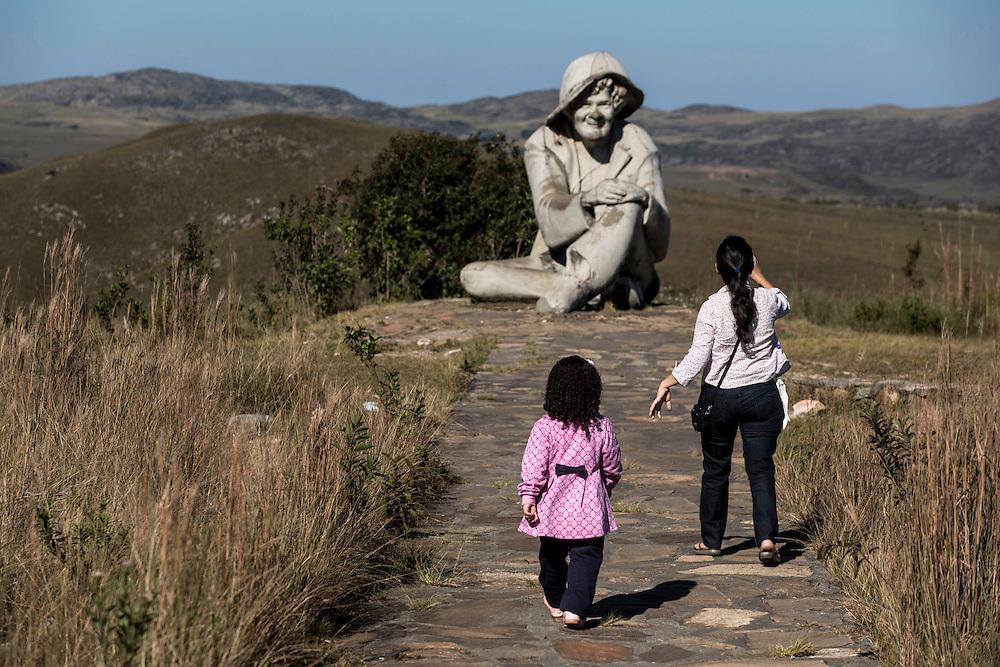 Santana do Riacho_MG, Brasil.<br /> <br /> Estatua do Juquinha no Parque Nacional Serra do Cipo em Santana do Riacho, Minas Gerais.<br /> <br /> The Juquinha statue at Serra do Cipo National Park in Santana do Riacho, Minas Gerais.<br /> <br /> Foto: LEO DRUMOND / NITRO