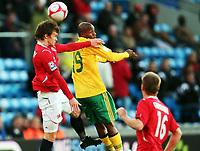 Fotball ,  10. oktober 2009 ,  privatkamp , Norge - Sør-Afrika<br /> <br /> Norway - South-Africa 1-0<br /> <br /> RICHARD hENYEKANE, Sør-Afrika og Knut Olav Rindarøy  , Norge