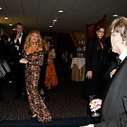 NLD/Amsterdam/20100228 - Modeshow Paul Schulten zomer 2010, Patricia Paay slaat een bitterbal kapot op hoofd van roddeljournalist Ger Lammens