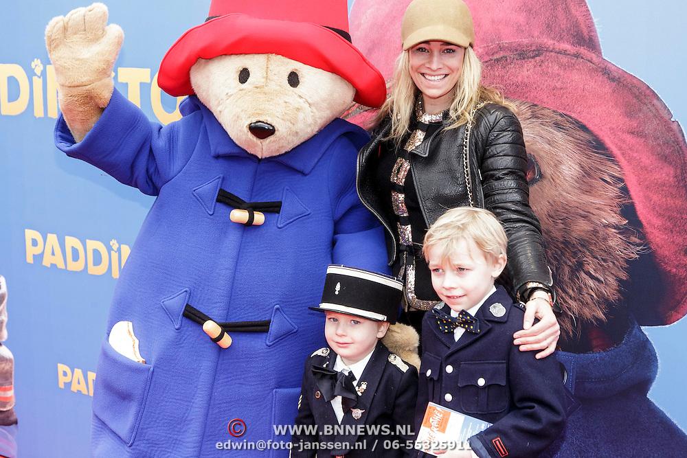 NLD/Amsterdam/20150208 - Filmpremiere  Paddington , Jetteke van Lexmond met haar zonen