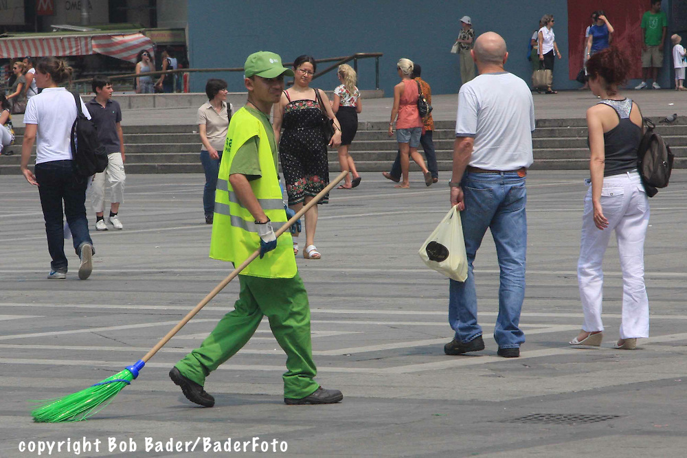 Street sweeper in piazza in front of Milan's main church (Duomo)