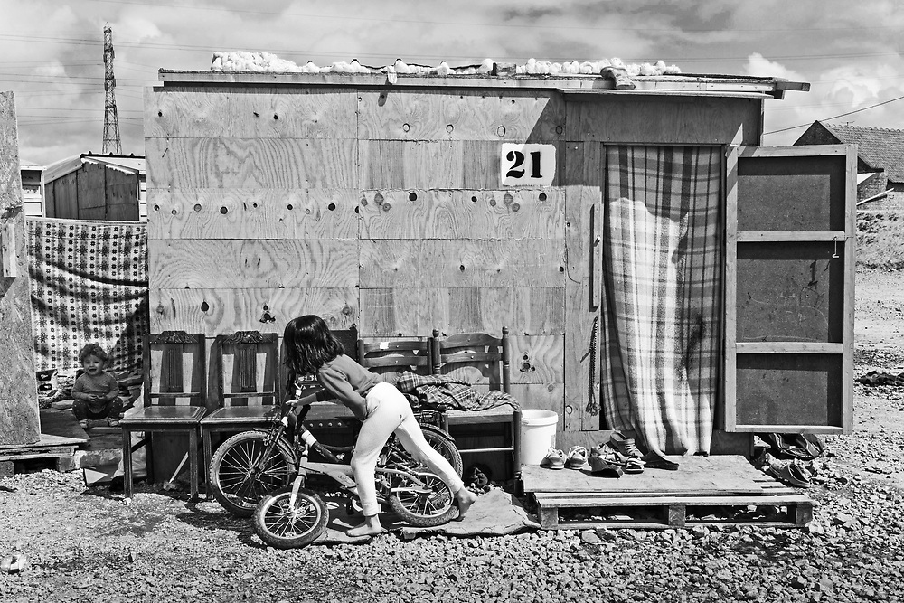 The new camp was located between a motorway and railway tracks and built by MSF. Plywood huts sat about a foot off the ground and each slept four people on the floor. Each hut had a small gas stove and a tiny window. May 2016