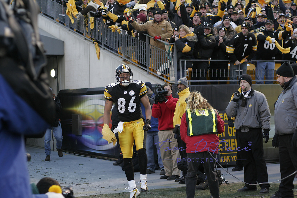 TOM DIPACE PHOTOGRAPHY©2004<br /> 561-968-0600 <br /> Hines Ward<br /> Jets @ Steelers<br /> Divisional Playoffs<br /> 1-15-05<br /> BY TOM DIPACE©