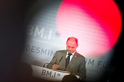 12.09.2016, Innenministerium, Wien, AUT, Bundesregierung, Pressekonferenz zur Bundespräsidentschaftswahl 2016, im Bild Bundesminister für Inneres Wolfgang Sobotka (ÖVP) // Austrian Minister of the Interior Wolfgang Sobotka during press conference due to the austrian presidential election 2016 at interior ministry in Vienna, Austria on 2016/09/12, EXPA Pictures © 2016, PhotoCredit: EXPA/ Michael Gruber