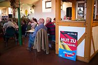 DEU, Deutschland, Germany, Freital, 21.08.2014:<br />Besucher einer Wahlveranstaltung der  Partei Alternative für Deutschland (AfD) im Weingut Pesterwitz in Freital.