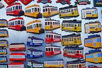 Portugal, Lisbonne, boutique de souvenir, magnet // Portugal, Lisbon, souvenir shop, magnet