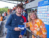 AMSTELVEEN -  Best talent van Frankrijk, Antonin Igau, met Madeleine Bakker,  EK hockey, finale Nederland-Duitsland 2-2. mannen.  Nederland wint de shoot outs en is Europees Kampioen.  COPYRIGHT KOEN SUYK