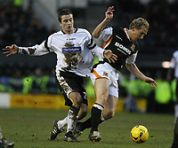 Photo: Pete Lorence.<br />Derby County v Hull City. Coca Cola Championship. 10/02/2007.<br />Matt Oakley and Ray Parlour battle for the ball.