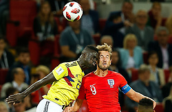 July 3, 2018 - Moscou, Rússia - MOSCOU, MO - 03.07.2018: COLOMBIA VS ENGLAND - Davinson Sanchez of Colombia fights with England's Harry Kane during a match between Colombia and England for the eighth finals of the 20orld Cup finals at the Otkrytkrytie Arena in Moscow, Russia. (Credit Image: © Marcelo Machado De Melo/Fotoarena via ZUMA Press)