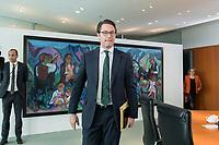 03 APR 2019, BERLIN/GERMANY:<br /> Andreas Scheuer, CSU, Bundesverkehrsminister, auf dem Weg zu seinem Platz, Kabinettsitzung, Bundeskanzleramt<br /> IMAGE: 20190403-01-001<br /> KEYWORDS: Kabinett, Sitzung
