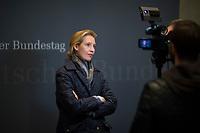 DEU, Deutschland, Germany, Berlin, 26.09.2017: Die Vorsitzende der AfD-Bundestagsfraktion, Alice Weidel, bei einem Interview nach der ersten Fraktionssitzung der AfD-Bundestagsfraktion im Deutschen Bundestag.