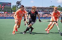 AMSTELVEEN -  Niklas Bosserhoff (Dui)  met Sander de Wijn (Ned) en Joep de Mol (Ned)  EK hockey, finale Nederland-Duitsland 2-2. mannen.  Nederland wint de shoot outs en is Europees Kampioen.  COPYRIGHT KOEN SUYK