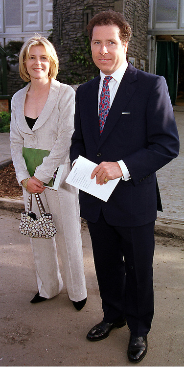 VISCOUNT & VISCOUNTESS LINLEY at the Chelsea<br />  Flower show in London on 22nd May 2000.OEJ 39