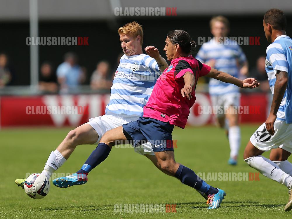 FODBOLD: Bjarke Jacobsen (FC Helsingør) kæmper om bolden med Omar Roshani (B.93) under kampen i 2. Division Øst mellem FC Helsingør og B.93 den 1. juni 2014 på Helsingør Stadion. Foto: Claus Birch
