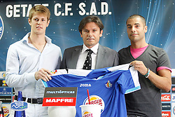 06.07.2011, Getafe, ESP, Primera Division, FC Getafe, Spielerpräsentation, im Bild Getafe's new players Michelangelo Albertazzi (l) and Mehdi Lacen (r) with the General Manager Toni Munoz during their official presentation. July 6, 2011. EXPA Pictures © 2011, PhotoCredit: EXPA/ Alterphotos/ Acero +++++ ATTENTION - OUT OF SPAIN / ESP +++++