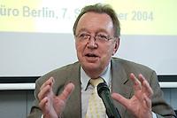 """07 SEP 2004, BERLIN/GERMANY:<br /> Dr. Erhard Oehm, ADAC Vizepraesident fuer Verkehr, ADAC Gespraech zur Mobilitaet """"Tourismus und Verkehr in Deutschland - Stau auf dem Freizeit-Highway?"""", ADAC Praesidialbuero Berlin<br /> IMAGE: 20040907-01-042<br /> KEYWORDS: ADAC Gespräch zur Mobilität"""