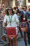 Medaillewinnaars van de Olympische Zomerspelen 2016 vertrekken per fiets van het Binnenhof voor een ontvangst op Paleis Noordeinde. <br /> <br /> op de foto:  Nouchka Fontijn, zilver bij het boksen in de klasse tot 75 kilogram