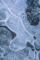 THEMENBILD - Details einer gefrorenen Wasseroberfläche, aufgenommen am 10. Februara 2021 in Kaprun, Oesterreich // Details of a frozen water surface, in Kaprun, Austria on 2021/02/10. EXPA Pictures © 2021, PhotoCredit: EXPA/Stefanie Oberhauser