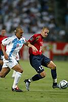Fotball<br /> Frankrike 2004/05<br /> Olympique Marseille v Lille<br /> 15. august 2004<br /> Foto: Digitalsport<br /> NORWAY ONLY<br /> MATHIEU BODMER (LIL) / EDUARDO COSTA (OM)