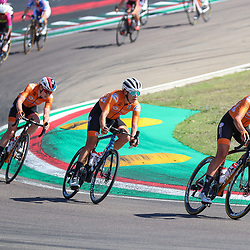 26-09-2020: wielrennen: WK weg vrouwen: Imola<br />Chantal Blaak en Ellen van Dijk brengen Anna van der Breggen terug naar eerder defect