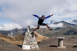 15-09-2017 ITA: BvdGF Tour du Mont Blanc day 6, Courmayeur <br /> We starten met een dalende tendens waarbij veel uitdagende paden worden verreden. Om op het dak van deze Tour te komen, de Grand Col Ferret 2537 m., staat ons een pittige klim (lopend) te wachten. Na een welverdiende afdaling bereiken we het Italiaanse bergstadje Courmayeur. Ronald