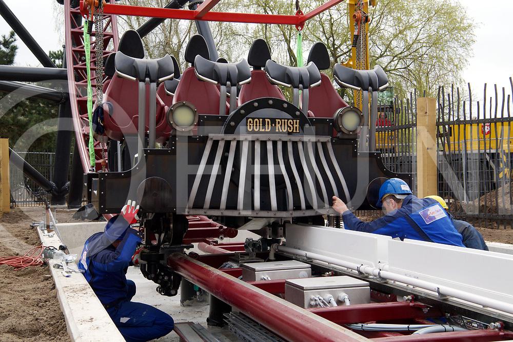 SLAGHAREN - Plaatsen trein Goldrush met een hoogwerker.<br /> FFU Press Agency copyright Frank Uijlenbroek