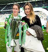 24/05/15 SCOTTISH PREMIERSHIP<br /> CELTIC v INVERNESS CT<br /> CELTIC PARK - GLASGOW<br /> Celtic's Stefan Johansen (left) celebrates with the trophy<br /> ** ROTA IMAGE - FREE FOR USE **