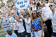 Canal Parade 2013 in de Amsterdamse grachten. De Canal Parade is het hoogtepunt van de Gay Pride, een feestweek met voornamelijk homo's, bi's, lesbiennes en transgenders.<br /> <br /> Canal Parade 2013 in the canals of Amsterdam. The Canal Parade is the highlight of the Gay Pride, a festival week with mostly gay, bisexual, lesbian and transgender people.<br /> <br /> Op de foto / On the photo: <br /> <br />  Boten varen door de Prinsengracht tijdens de botenparade / Boats in the Prinsengracht during the boat parade