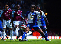 Photo: Olly Greenwood.<br />West Ham United v Blackburn Rovers. The Barclays Premiership. 29/10/2006. West Ham's Nigel Reo-Coker and Blackburn's Zura Khizanishvili