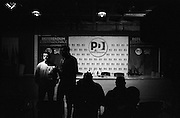 La sala stampa del Nazareno durante i primi exit poll del referendum costituzionale. Sede del Partito Democratico, Roma 5 dicembre 2016. Christian Mantuano / OneShot<br />