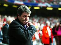 Fotball<br /> VM-kvalifisering<br /> Wales v Østerrike<br /> 26. mars 2005<br /> Foto: Digitalsport<br /> NORWAY ONLY<br /> John Toshack watches on nervously