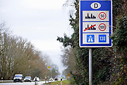 Nederland, Duitsland,  die Niederlande, Berg en Dal, Wyler, 2-2-2020 Veel mensen uit nederland wonen in duitsland en er is daarom veel grensoverschrijdend woon-werkverkeer . In de omgeving van Nijmegen wonen veel mensen in Kranenburg die werken in Nederland . Foto: Flip Franssen