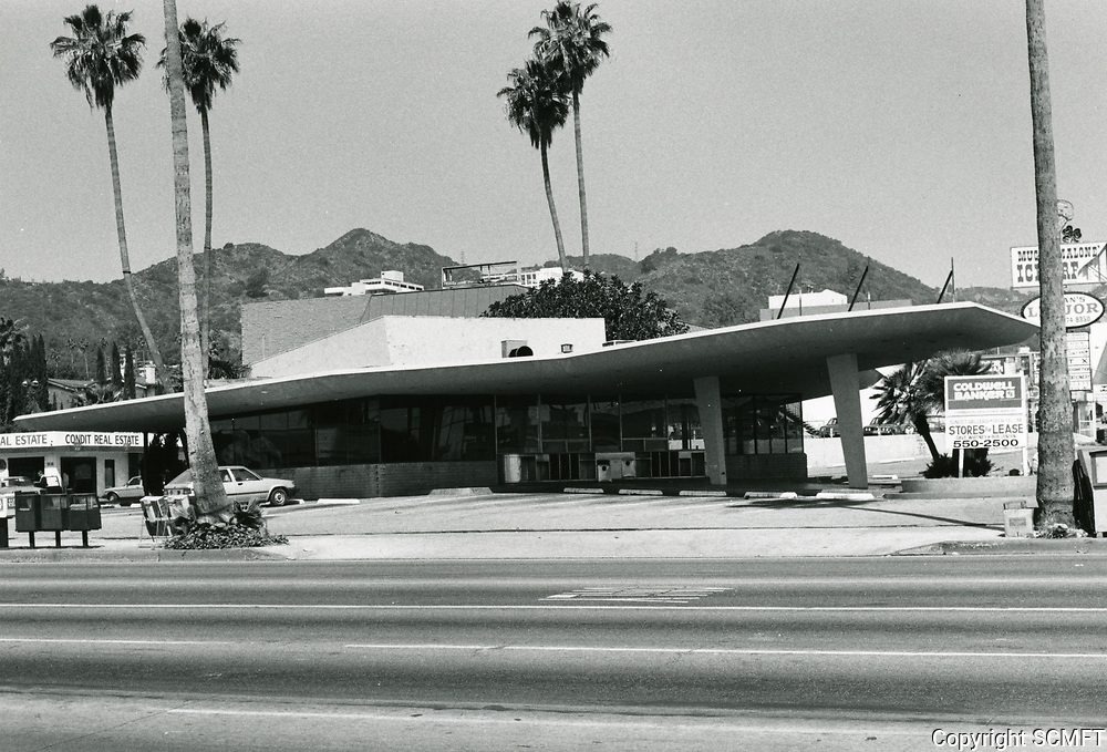1984 Vacant & abandoned Tiny Naylor's Drive In at Sunset Blvd. & La Brea Ave.