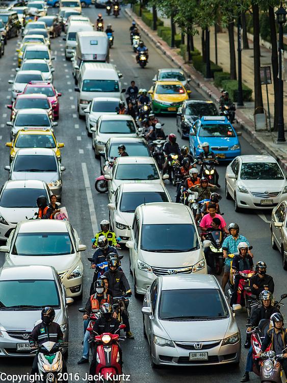 29 NOVEMBER 2016 - BANGKOK, THAILAND: Traffic on Ratchadamri Road in the Ratchaprasong neighborhood of Bangkok.     PHOTO BY JACK KURTZ