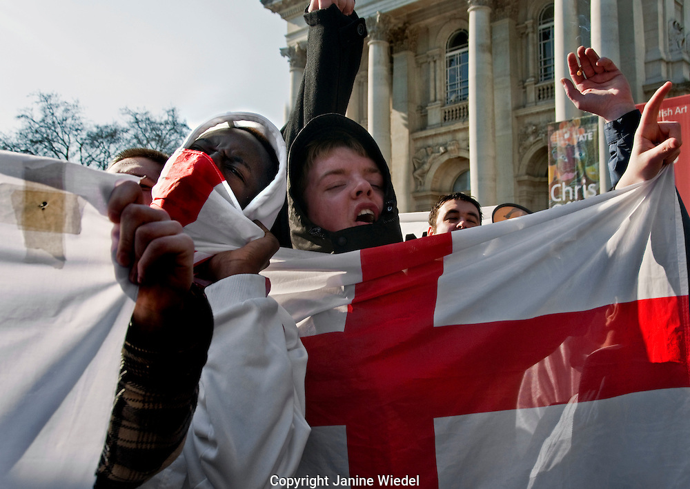 English Defence League ( EDL )  march in London in support of the far-right Dutch Islamophobic politician Geert Wilders.