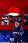 Centro Europeo Toscolano,Il CET è un'associazione no-profit fondata nel 1992 da Mogol, con lo scopo di valorizzare e qualificare nuovi comunicatori professionisti nell'arte, a cominciare dalla musica pop. Perché formando persone sensibilizzate all'importanza della cultura popolare e alle esigenze etiche della comunicazione, si può efficacemente influire sulle generazioni future, trasmettendo valori positivi che altrimenti - oggi più che mai - rischiano di andare dispersi. Da allora, il CET ha diplomato oltre 2200 allievi.: Mogol