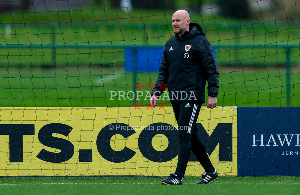 CARDIFF, WALES - Tuesday, November 17, 2020: Wales' assistant coach Robert Page, who stands in for manager Ryan Giggs after he was arrested on suspicion of assault, during a training session at the Vale Resort ahead of the UEFA Nations League Group Stage League B Group 4 match between Wales and Finland. (Pic by David Rawcliffe/Propaganda)