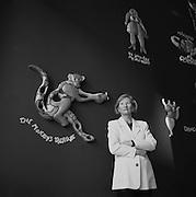 Kunsthistorikerin und -mäzenin Margrit Hahnloser im Espace Nikki de St. Phalle in Fribourg. Mécène et historienne d'art. 2004. © Romano P. Riedo