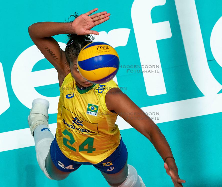 29-05-2019 NED: Volleyball Nations League Poland - Brazil, Apeldoorn<br /> Lorenne Geraldo Teixeira #24 of Brazil