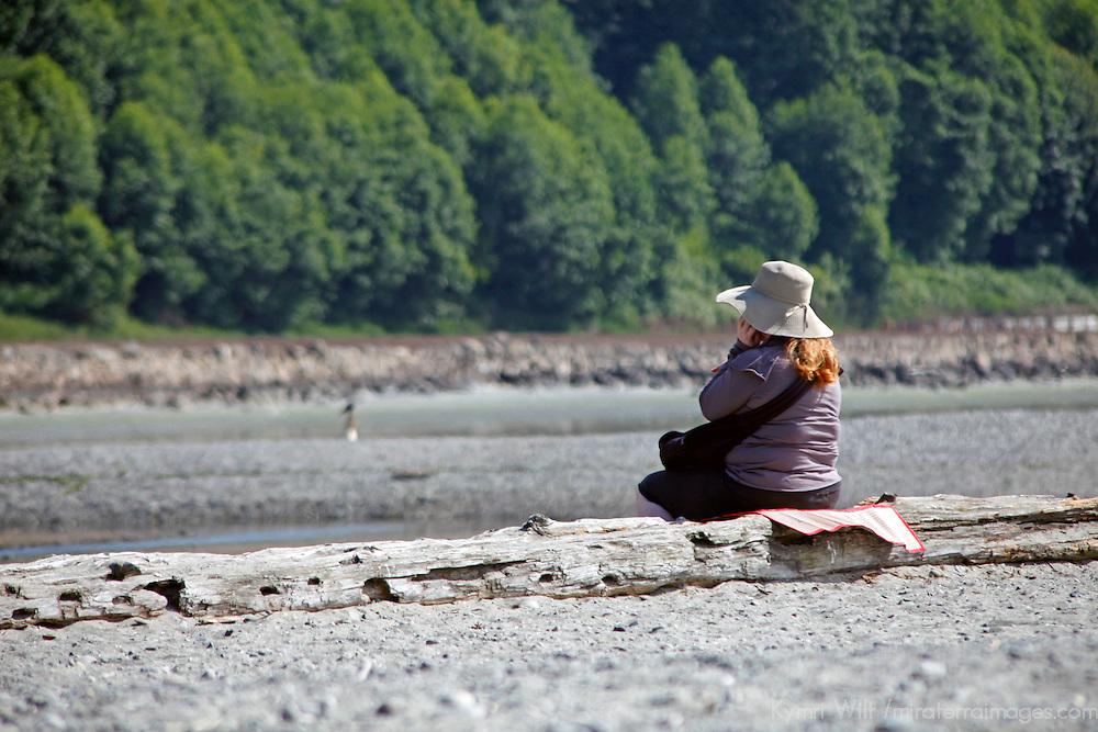 USA, Washington, Seattle. Woman enjoying a sunny day at Carkeet Park.